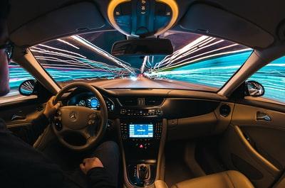 【車業界のVR・ARの活用】空飛ぶ車?カーシェアリング?MaaSによって変わる、移動の未来!
