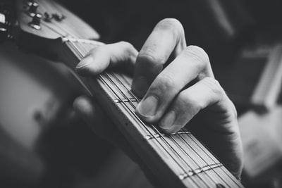 【歌うたいのバラッド】ギター弾き語りのコツ まとめ